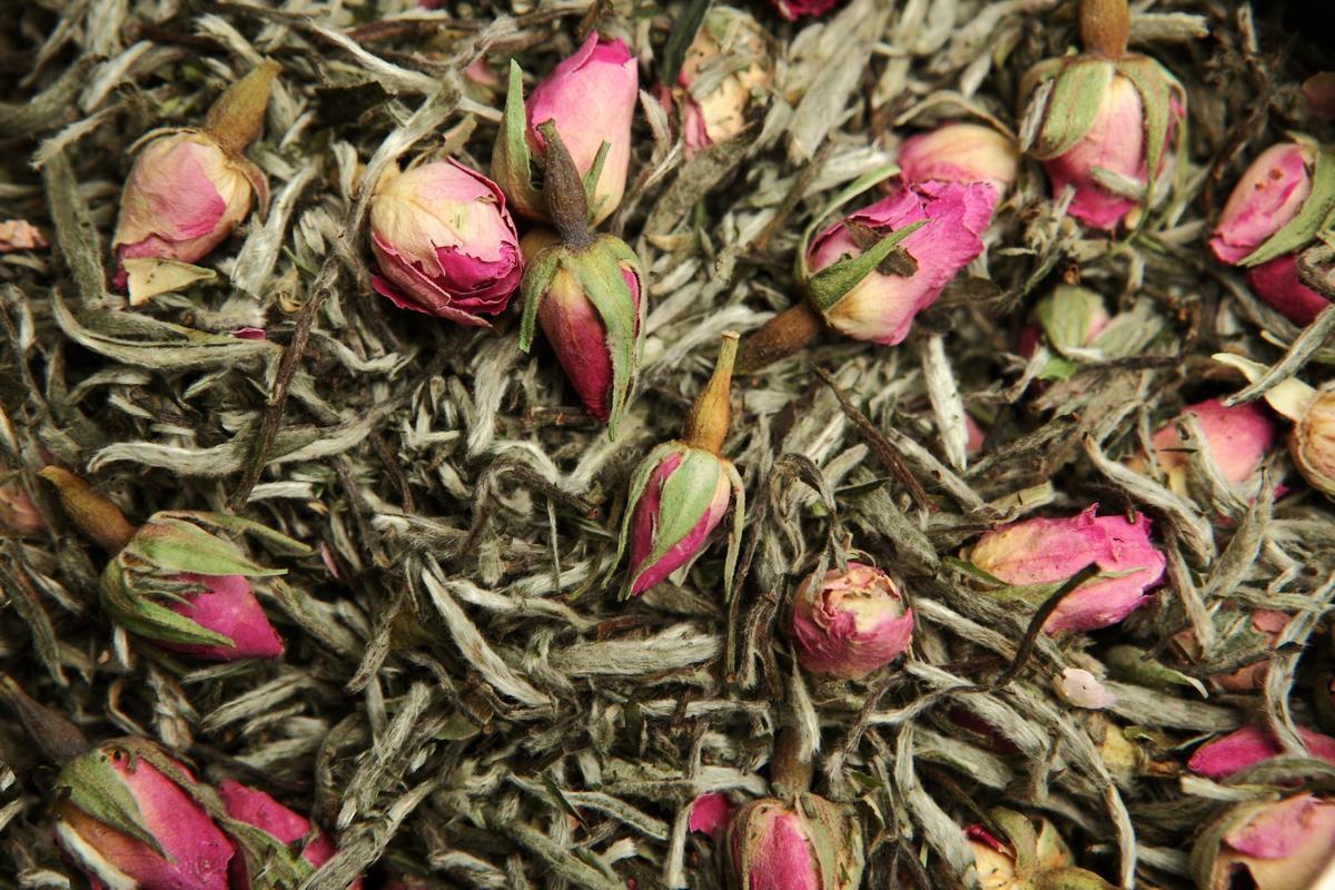 Il mese delle rose: tè e proprietà benefiche