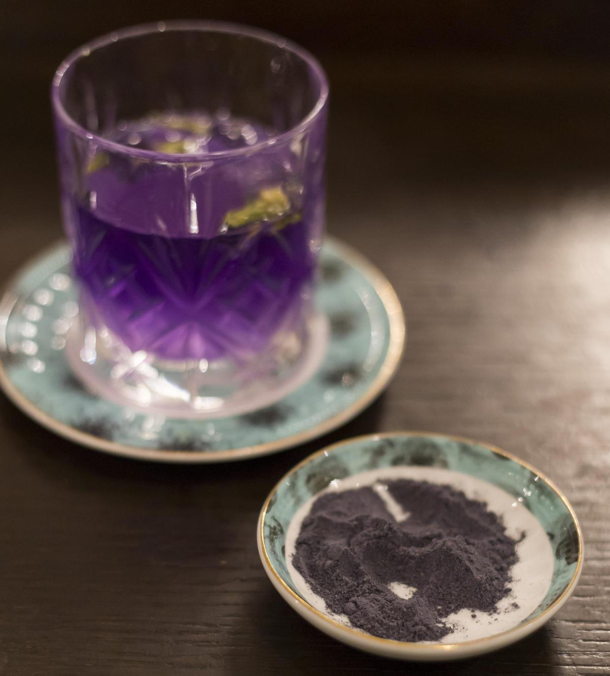 Blue Tea, come realizzare il vostro tè magico di Halloween